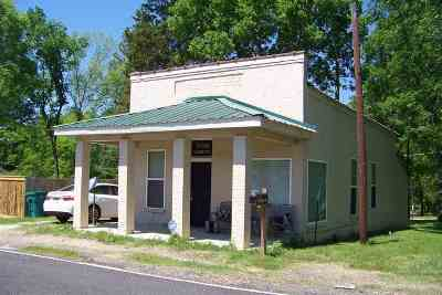 Redwater TX Single Family Home For Sale: $57,000