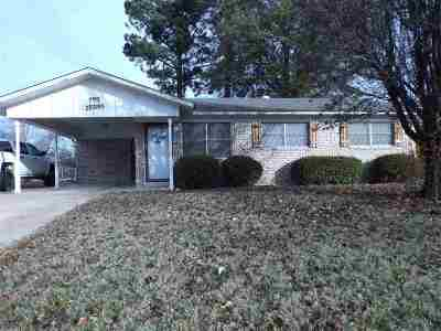 Wake Village Single Family Home For Sale: 303 W Greenfield Dr.