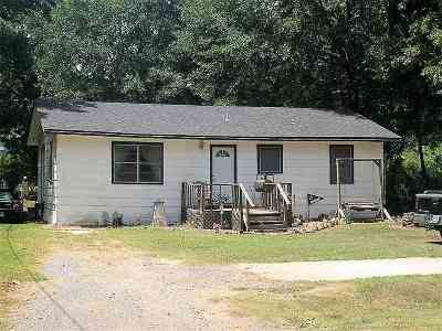 Hooks TX Single Family Home For Sale: $49,900