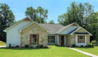 Texarkana TX Single Family Home Active W/Contingency: $299,900