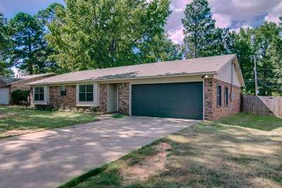 Wake Village Single Family Home For Sale: 235 E Greenfield Dr