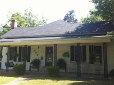 Dekalb Single Family Home For Sale: 222 SE Fannin