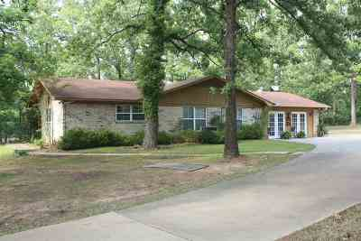 Dekalb, Hooks, Leary, Liberty Eylau, Maud, Nash, New Boston, Pleasant Grove, Redwater, Simms, Texarkana, Wake Village, Atlanta, Bivins, Bloomburg, Douglassville, Hughes Springs, Linden, Marietta, Mcleod, Queen City, Karnack, Marshall, Avinger, Jefferson Single Family Home For Sale: 811 Woodland Lake Dr.