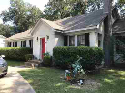 Single Family Home For Sale: 102 Pine St.