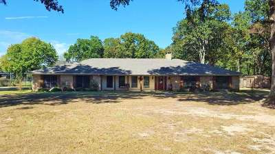 Hooks TX Single Family Home For Sale: $259,995