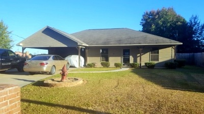 Hooks TX Single Family Home For Sale: $115,000