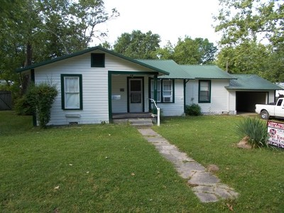 Dekalb Single Family Home For Sale: 338 E Peters