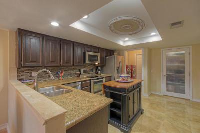 Scottsdale Condo/Townhouse For Sale: 7706 N Via De Fonda Drive