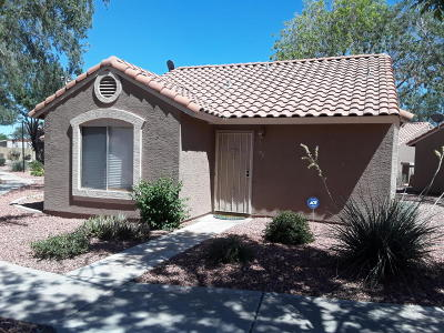 Peoria Condo/Townhouse For Sale: 7040 W Olive Avenue #58