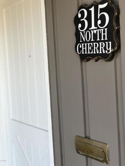 Single Family Home For Sale: 315 N Cherry Street
