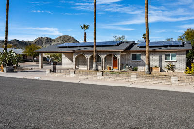 Single Family Home For Sale: 2820 E Surrey Avenue