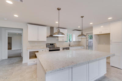 Single Family Home UCB (Under Contract-Backups): 3836 E Mulberry Drive