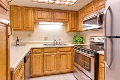 Sun City Apartment For Sale: 10330 W Thunderbird Boulevard #B110