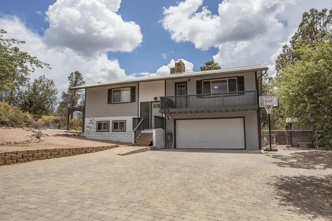 4 bed / 2 full, 1 partial baths Home in Payson for $299,900