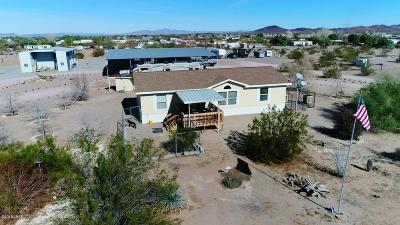 La Paz County Manufactured Home For Sale: 44099 Palo Verde St
