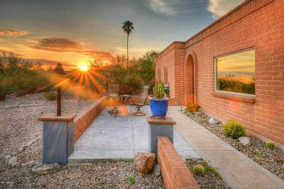 Single Family Home Active Contingent: 4512 N Paseo Imuris