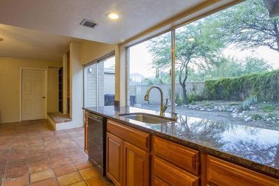 Single Family Home Active Contingent: 7820 E Camino Los Brazos