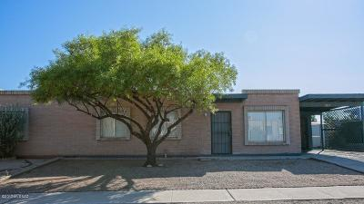 Pima County Townhouse For Sale: 2413 S Saddleback Avenue