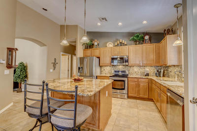 Single Family Home Active Contingent: 332 W Sacaton Canyon Drive
