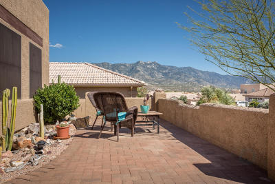 Single Family Home Active Contingent: 65354 E Rose Crest Court