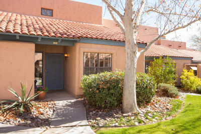 Townhouse For Sale: 5494 N Via Arbolito