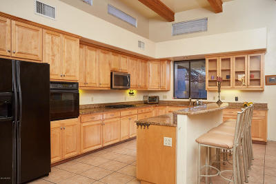 Single Family Home Active Contingent: 860 N Tanque Verde Loop Road