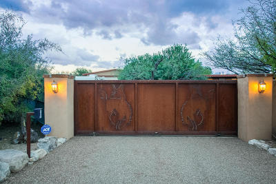 Tucson Single Family Home Active Contingent: 424 E Catalina Shadows Boulevard
