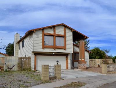 Single Family Home Active Contingent: 3140 W Avenida Bella