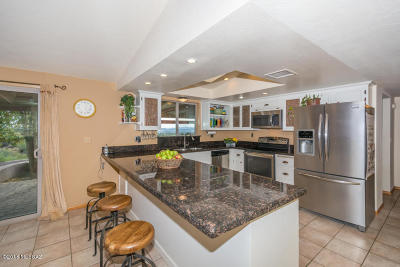 Tucson Single Family Home For Sale: 7364 N Mountain Shadows Drive