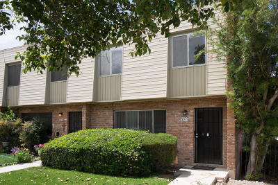 Pima County Townhouse For Sale: 1033 N Bedford Drive