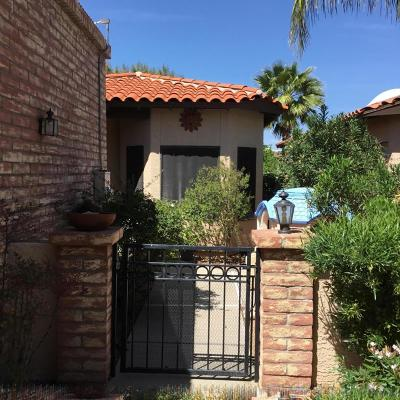 Oro Valley Townhouse For Sale: 141 E Inverness Drive