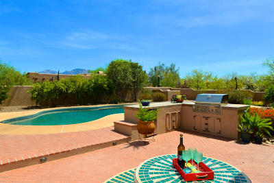 Oro Valley Single Family Home Active Contingent: 11522 N Monika Leigh Place