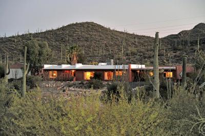 Tucson Single Family Home Active Contingent: 1215 N Indigo Drive