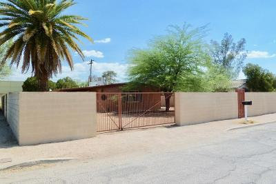 Single Family Home Active Contingent: 2926 E Loretta Drive