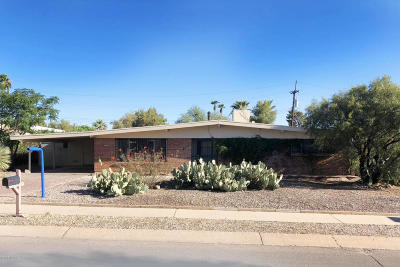 Single Family Home Active Contingent: 7852 E Pima Street
