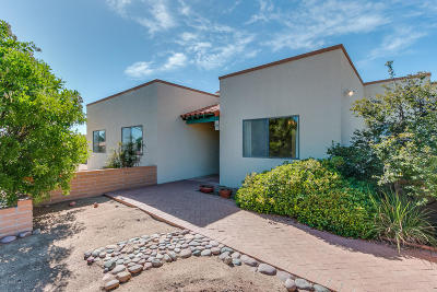 Single Family Home For Sale: 221 W Calle Frambuesa