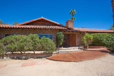 Single Family Home For Sale: 6890 N Casas Adobes Drive