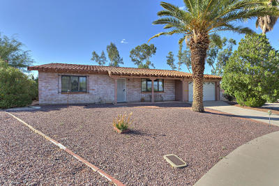Single Family Home Active Contingent: 25 E Los Arcos