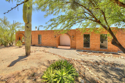 Single Family Home Active Contingent: 950 E Via Entrada