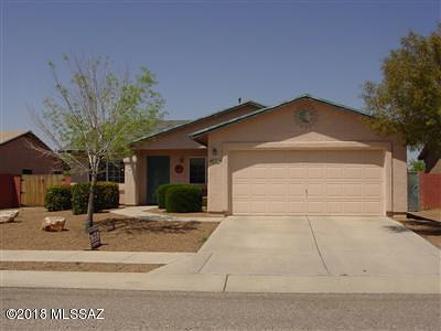 Single Family Home Active Contingent: 9771 E Stonehaven Way