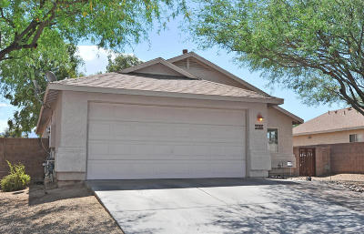 Single Family Home Active Contingent: 8122 E Lakeside Parkway