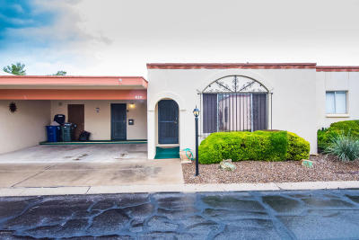 Pima County Townhouse For Sale: 830 S Ciudad Circle