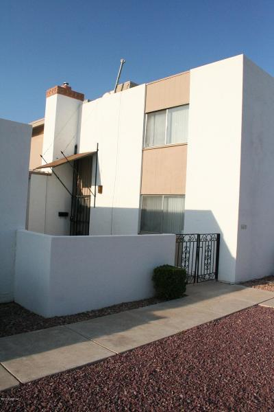 Pima County Townhouse For Sale: 6517 E Golf Links Road