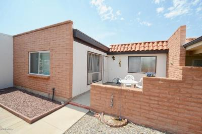 Pima County Townhouse For Sale: 147 N Camino Del Varonil
