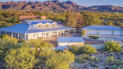 La Cholla Airpark Single Family Home For Sale: 1901 W Cessna Way