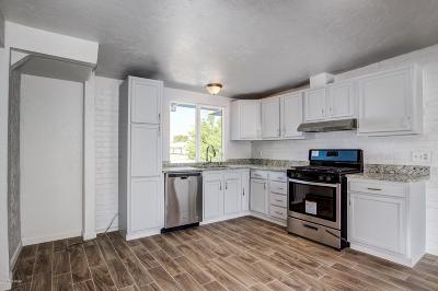 Single Family Home For Sale: 3309 S Elson Avenue