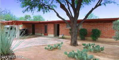 Single Family Home For Sale: 825 N Alamo Avenue