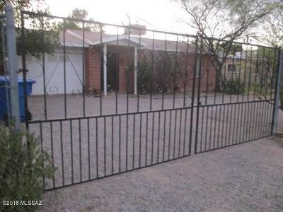 Single Family Home For Sale: 2705 N La Verne Avenue
