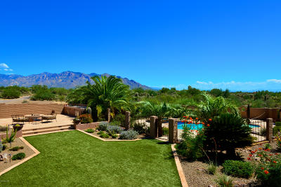 Oro Valley Single Family Home Active Contingent: 2718 W Desert Splendor Court
