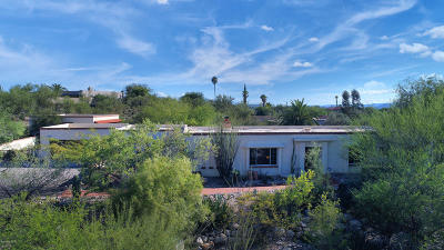 Single Family Home Active Contingent: 1610 E Entrada Octava